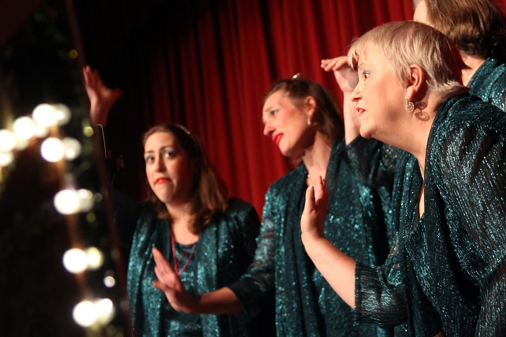 . Members of the Lashes Quartet, part of the Merrimack Valley A Cappella group preforming at the Wynn Middle School in Tewksbury, L-R, Kate Bonci, Heather Roe, Barbara Casparius and Liz Good. SUN/ David H. Brow
