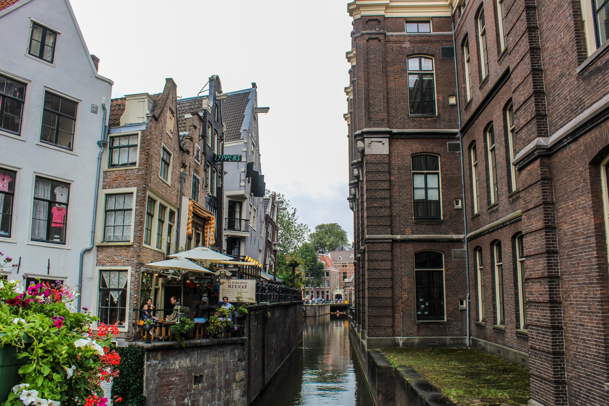 traveling to amsterdam alone: don't miss the beautiful canals