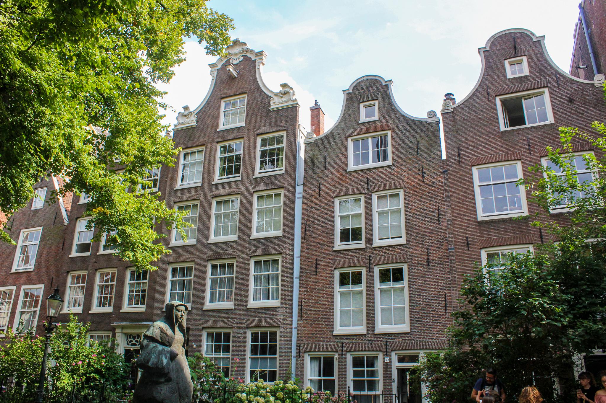 2 days in amsterdam itinerary: don't skip lovely begijnhof
