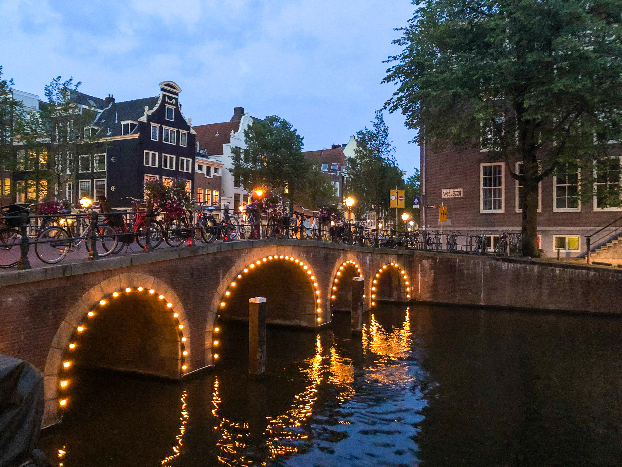 backpacking europe itinerary 2 weeks should include amsterdam
