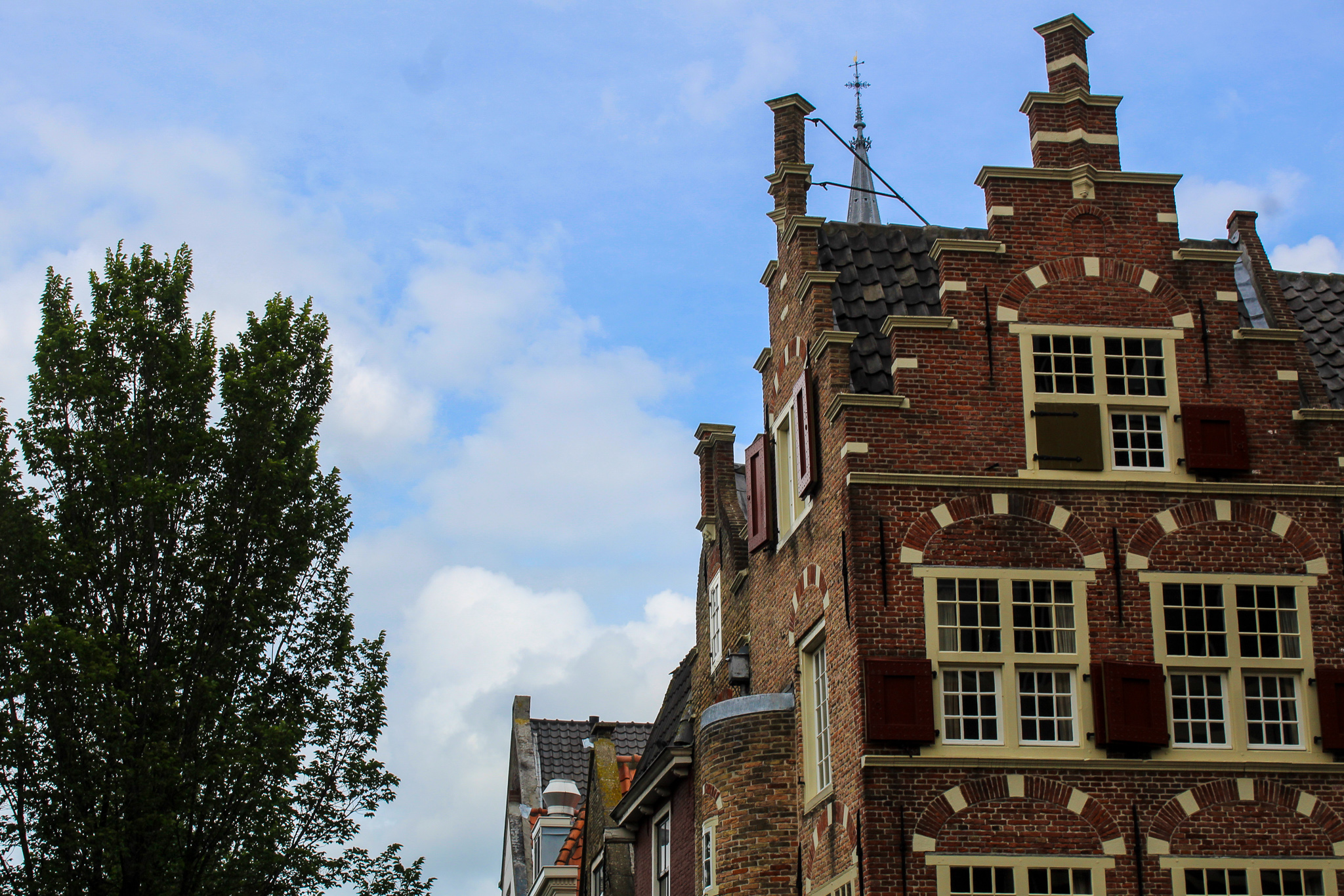 what to do in delft? ogle at the buildings