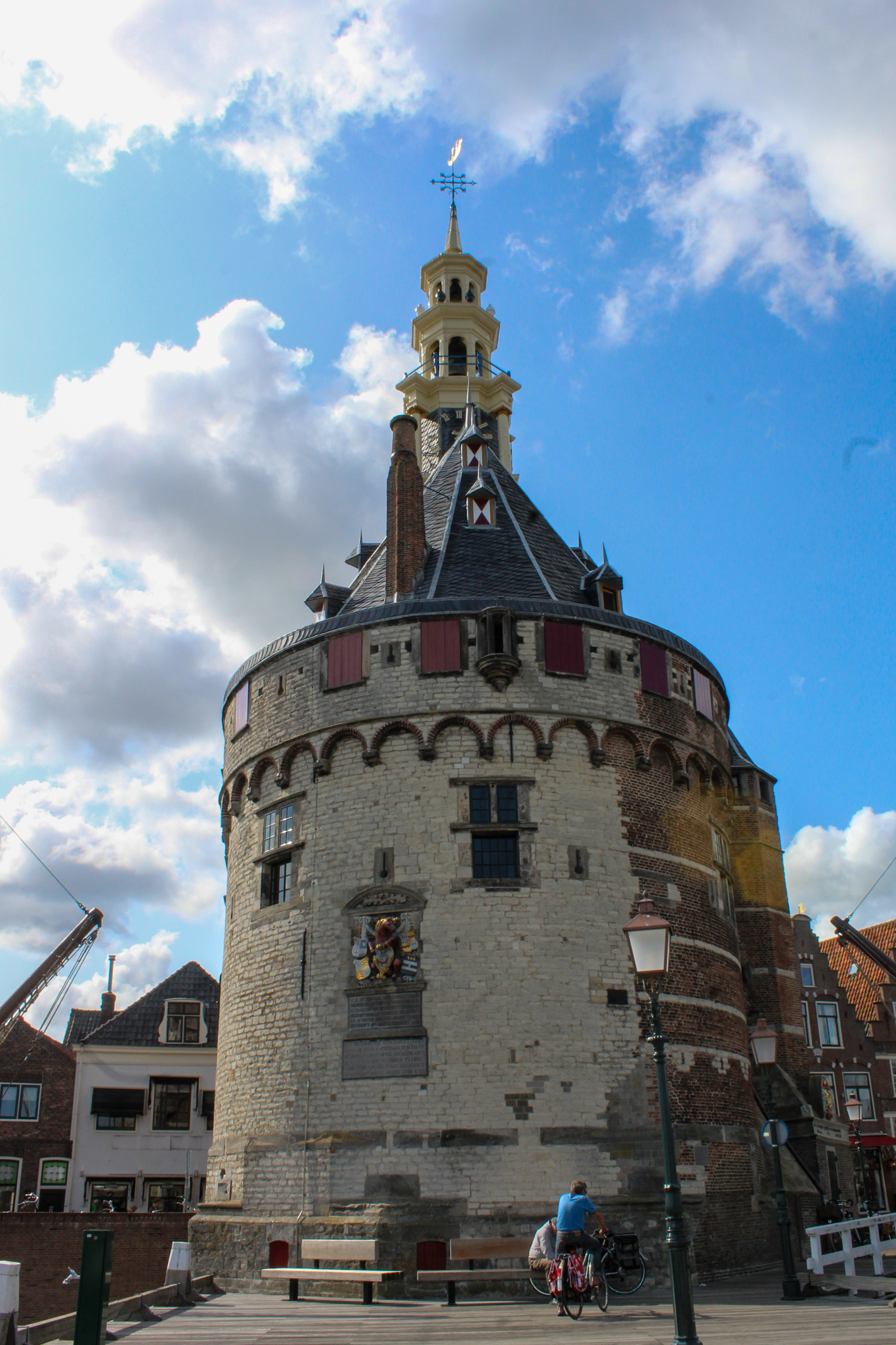 what to do in hoorn? see pretty buildings