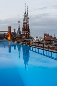 Reflection of the crowns of Magna Plaza