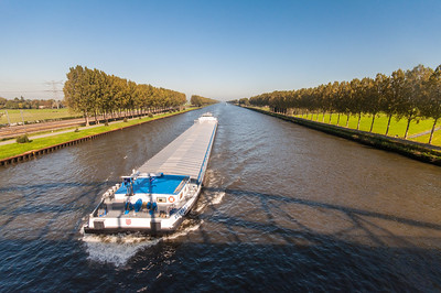 Cargo boat on the Amsterdam-Rijnkanaal
