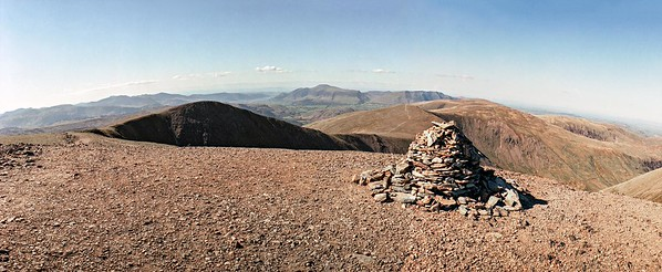Helvellyn : the cairn at the top of Swirral Edge