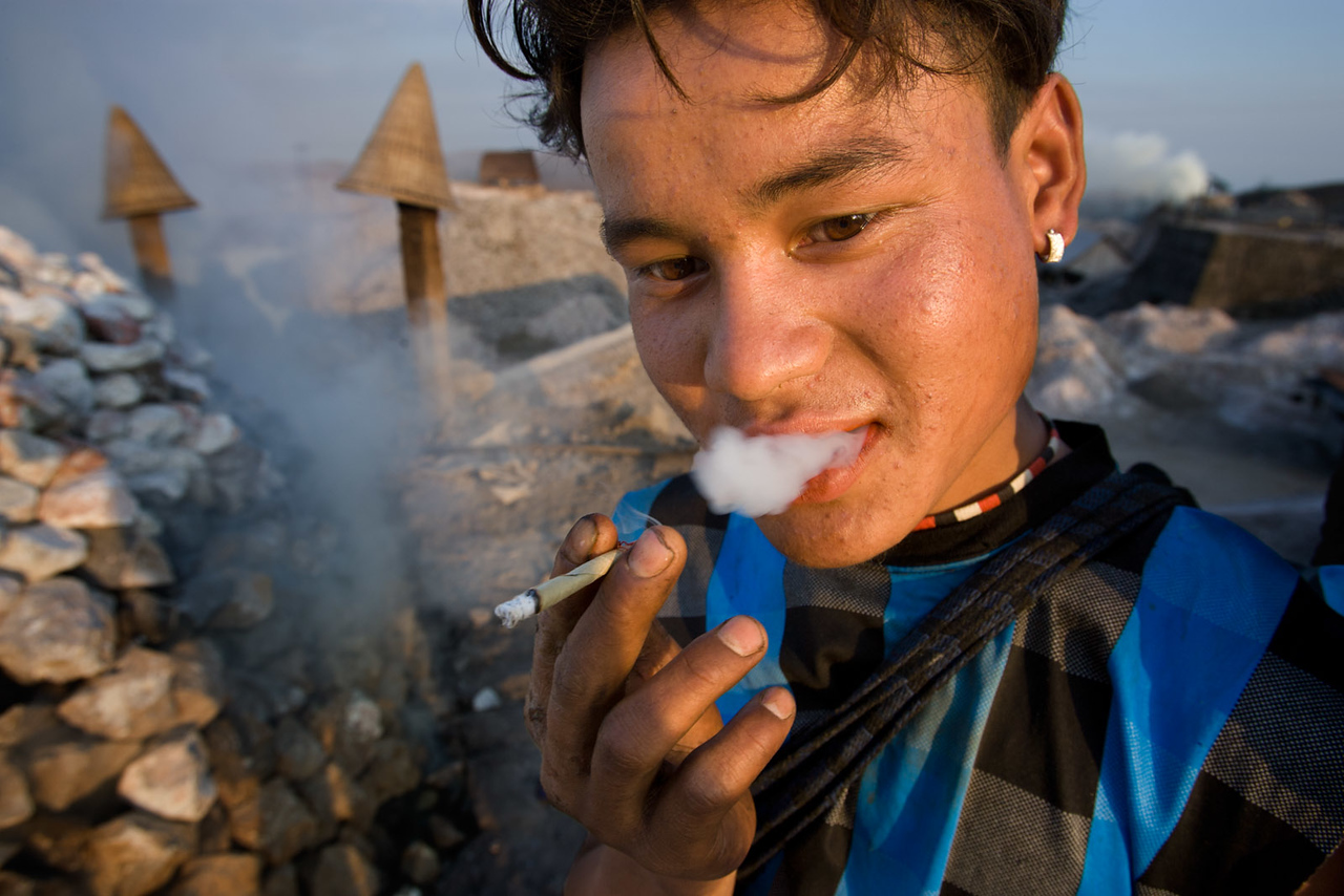 Limestone worker, Mawblang. Meghalaya.