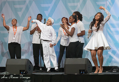 Ashanti Performs with Group