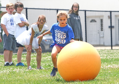 [in center] Gia D'Alosio The 2019 Field Day at Lavallette Elementary in Lavallette, NJ on 6/6/19. [DANIELLA HEMINGHAUS   THE OCEAN STAR]