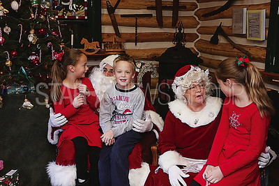 BORO Cabin Christmas // Santa and Mrs Claus with the Teller siblings Paige and Dougie 6 and Leah 8 of Brick