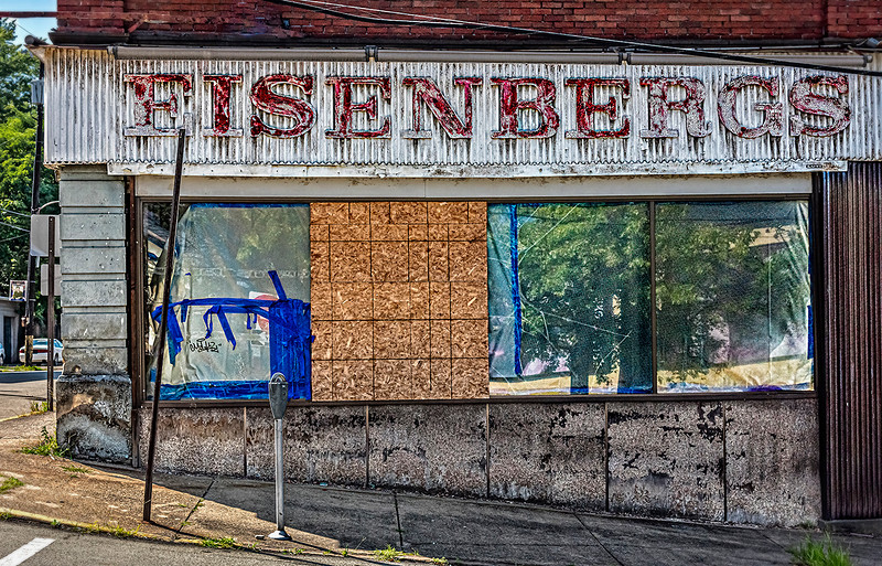 Eisenbergs Department Store, Faded Signage