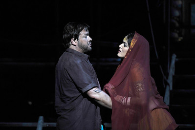 ENO The Pearl Fishers Robert McPherson and Claudia Boyle (c) Robbie Jack