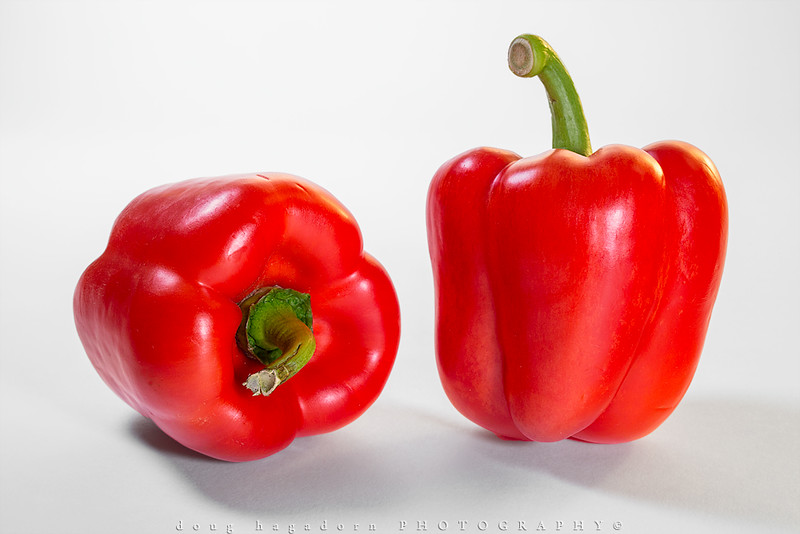 2 Red Peppers (0472)
