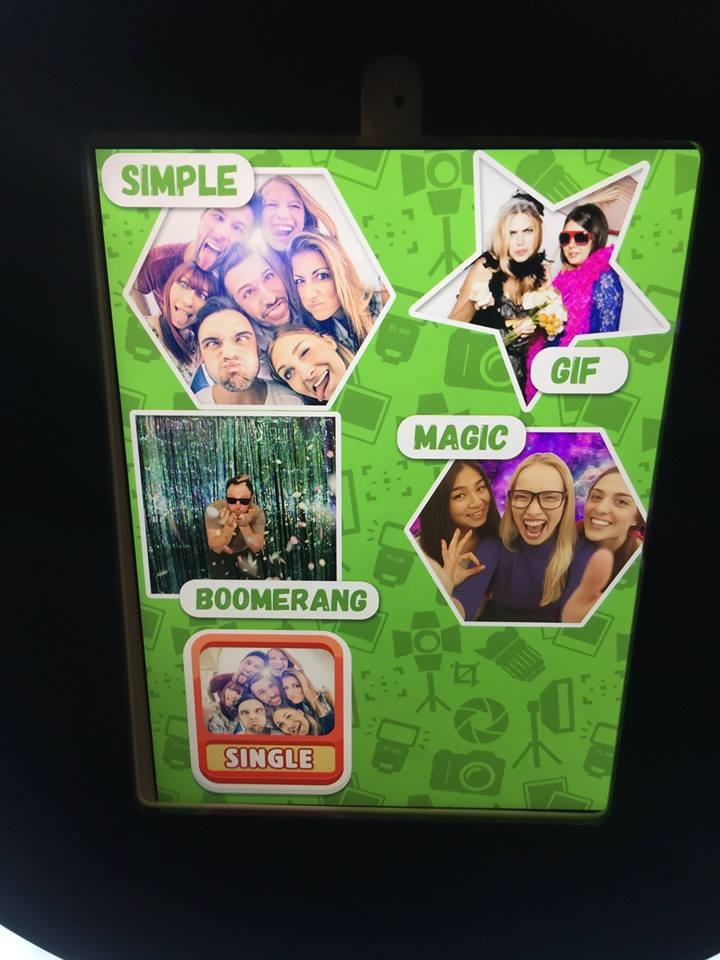 RingLight Selfie Photo Booth features