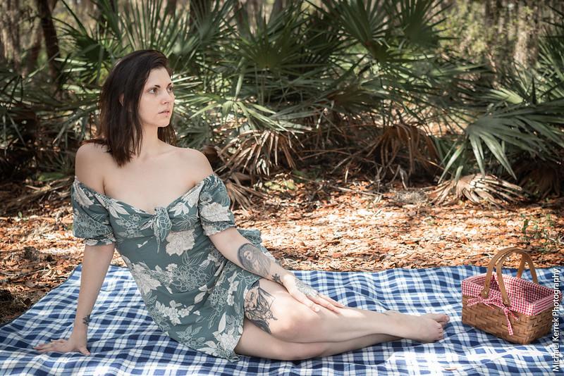 A [picnic] adventure with Jade Deranged