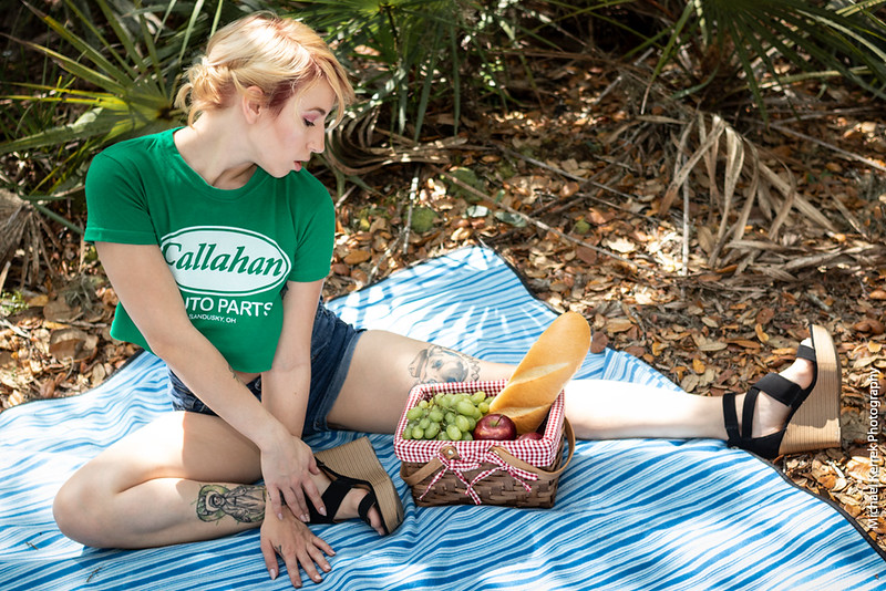 [Picnic] with Lizzie Darling
