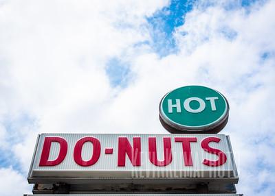 Long's Bakery - Hot Donuts