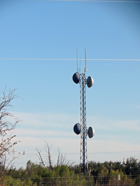Zooming in on the antenna to the east of the rest area.