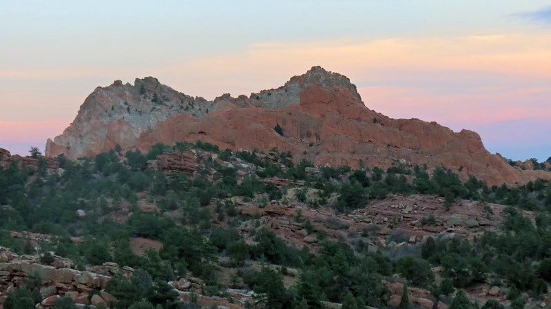 The photos above and below actually show two different sets of peaks, one in front of the other.  As near as I can determine, the deep-red formation in the foreground is known as Keyhole Rock and sits in front of the grey formation known as Grey Rock.  A deep-red outline is clearly visible in the photo above.