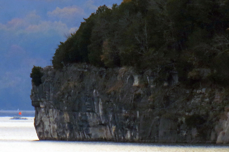 Cliffs at the eastern end of Sand Mountain.