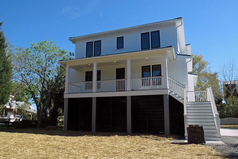 We continued on our driving tour of Sullivan's Island.  Like the Isle of Palms, Sullivan's Island is full of expensive beachfront homes.