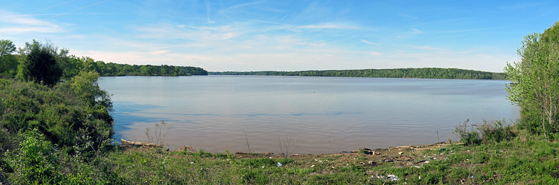I took the previous three pics and stitched them together to create a panorama of the lake.