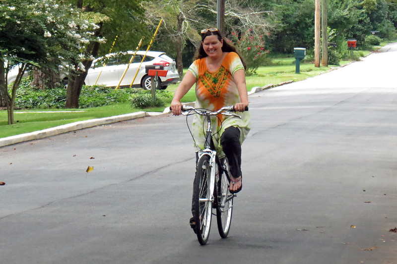 """She had been getting the urge to ride a bicycle recently and was thinking about buying an inexpensive """"cruiser"""" style bike from Walmart.  However, while talking to one of my coworkers one day, I learned of a barely-used Cannondale Adventure 400 that was for sale locally."""