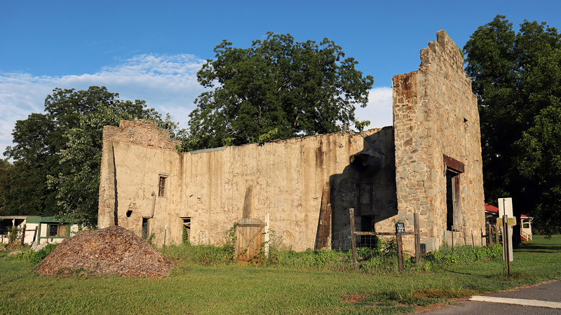 I took the XJS out for a cruise on this beautiful Sunday afternoon with the new camera to see what I could see.  My first stop was in the small town of Arnoldsville, Georgia and this building ruin.