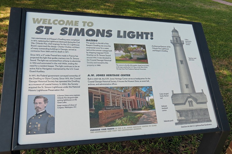 Marker welcoming visitors to the lighthouse museum.