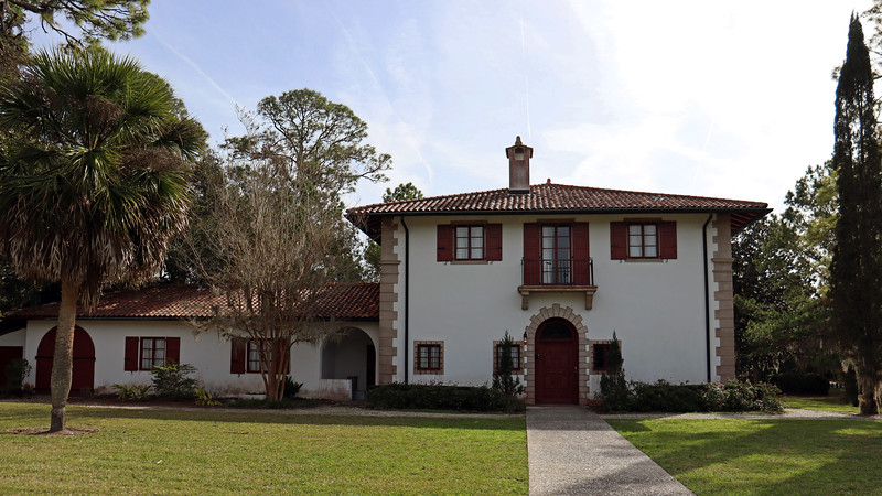 Walter Jennings, a director of the Standard Oil Company, built this 20 room cottage in 1927.  Villa Ospo has been restored and is used for additional meeting/event space.