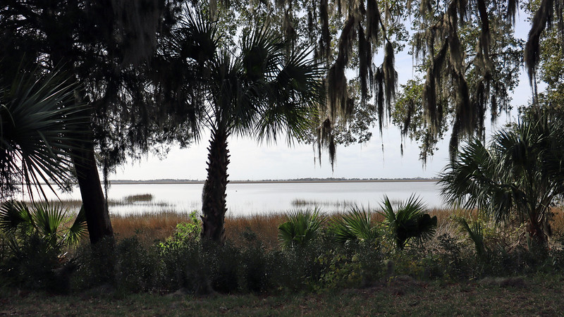Having reached the northern end of the Historic District via Old Plantation Road, we decided to head south to get back to where we started via Riverview Drive.