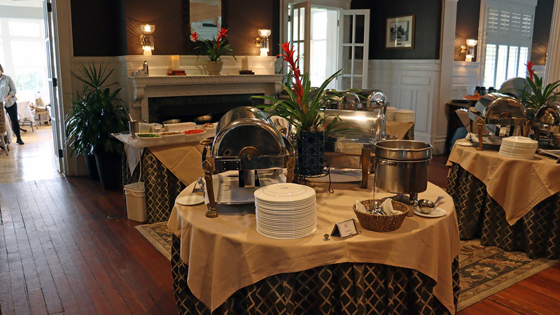 The left half of the buffet was home to the entrees, omelette station, and seafood table.