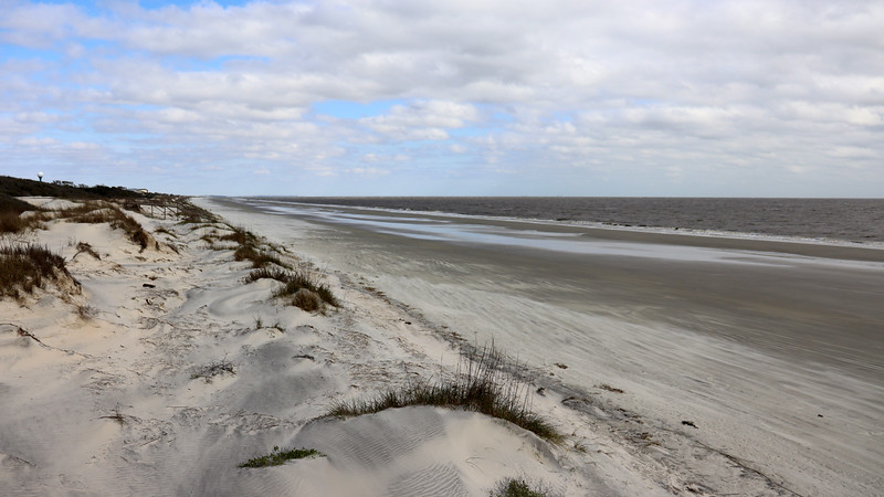 I didn't look at the tide maps.  But judging by the distance to the water, I'd say that we are pretty close to low tide.