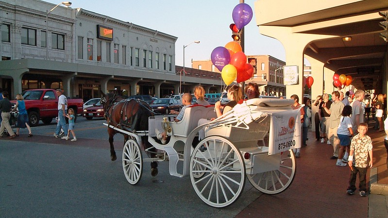 We continued our walk along East Broadway and came across visitors enjoying a carriage ride.