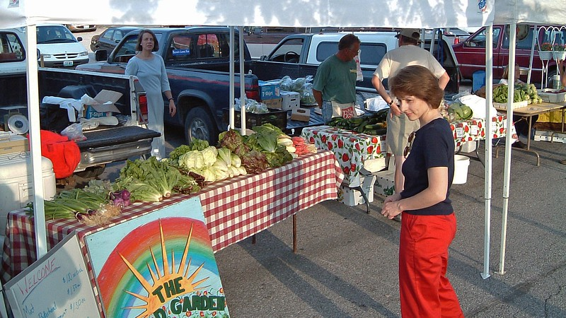Organic veggies at the Columbia Farmer's Market display.