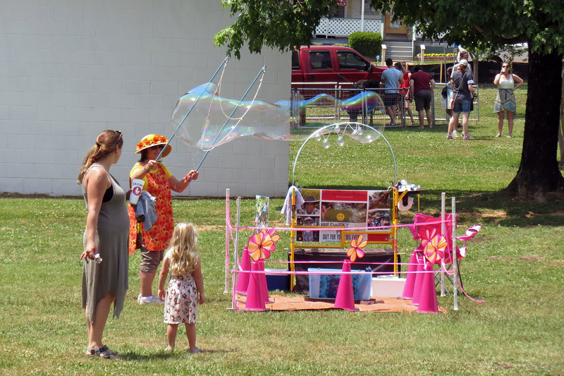 The large bubbles do a great job of getting kids' attention.
