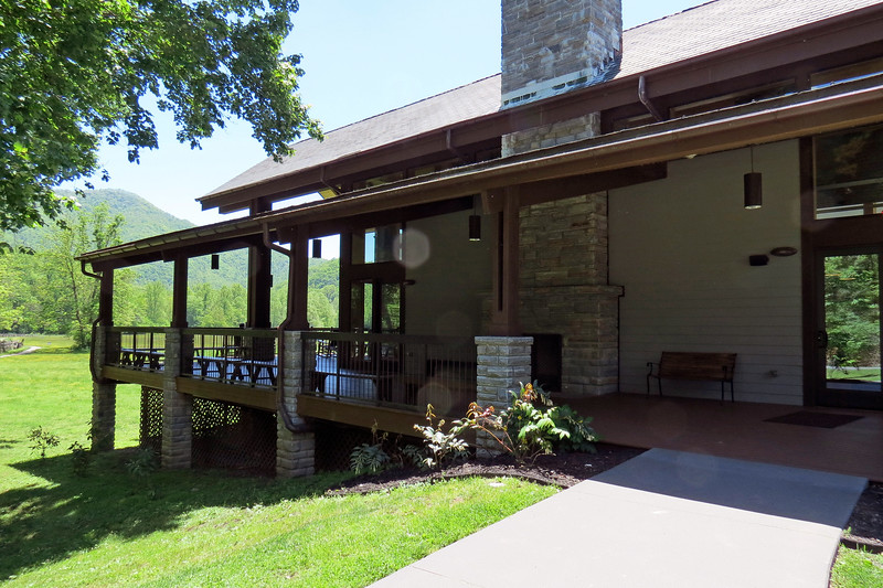 Love the covered porch !