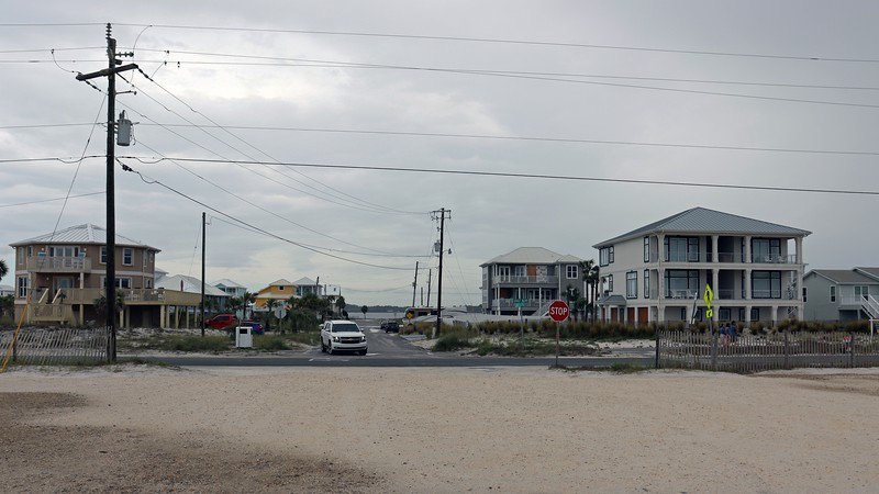 Also as of this writing, the corner lot home with the blue roof on the right side of the photo above is currently for sale with a $2.65 million asking price.  I decided to briefly check out the pricey neighborhood before hitting the beach.