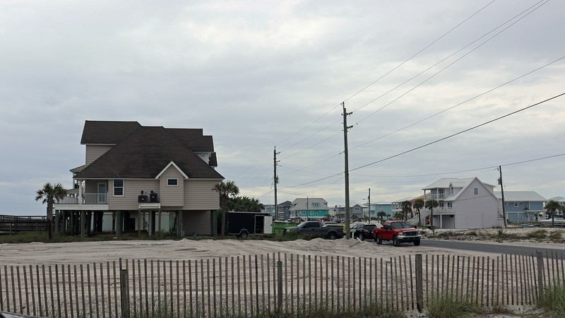 Once out of the protected area of the Gulf Islands National Seashore, I arrived back in Navarre Beach and stopped at another beach access parking area.  The perpendicular streets in the immediate vicinity are all named after states.  I stopped at the beach access point at South Carolina Street.