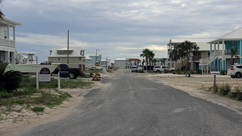 South Carolina Street and one end of the looping Grand Navarre Boulevard.  Judging by the signs, I was lead to believe that most of the homes in this area are vacation rentals.
