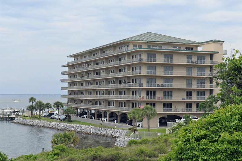 The Sides Moreno Point West Condominiums sat off to my right.  This is yet another vacation rental condo complex.