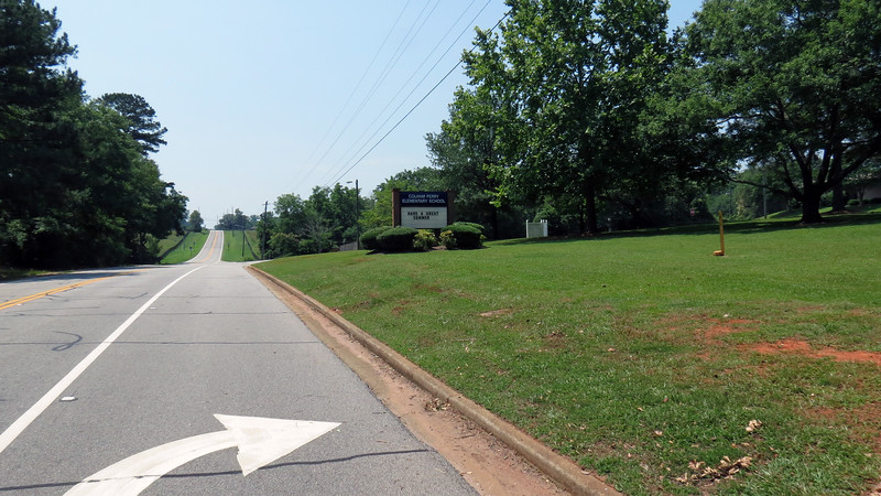 Turning left onto Colham Ferry Road took me south past the elementary school.