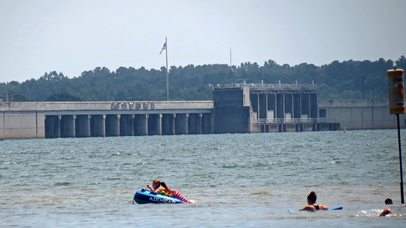 I put my 35x optical zoom lens to work and snapped a few pics of the dam.
