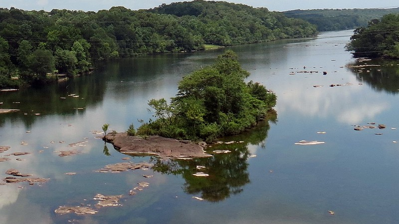 Zooming in on the small island below the Hartwell Dam.