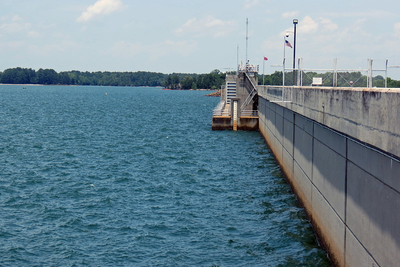 The photo above looks at the northern side of the dam, (i.e. Lake Hartwell).  Also visible in the photo is the fence that prevents people from crossing the dam.