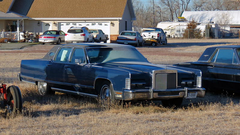 Next to the tractor was another favorite, a 1977 Lincoln Town Car.  I'm guessing the Lincolns belong to the house seen in the background of the photo above only because of the Mark VIII, Mark VI, and second generation Town Car in the driveway.