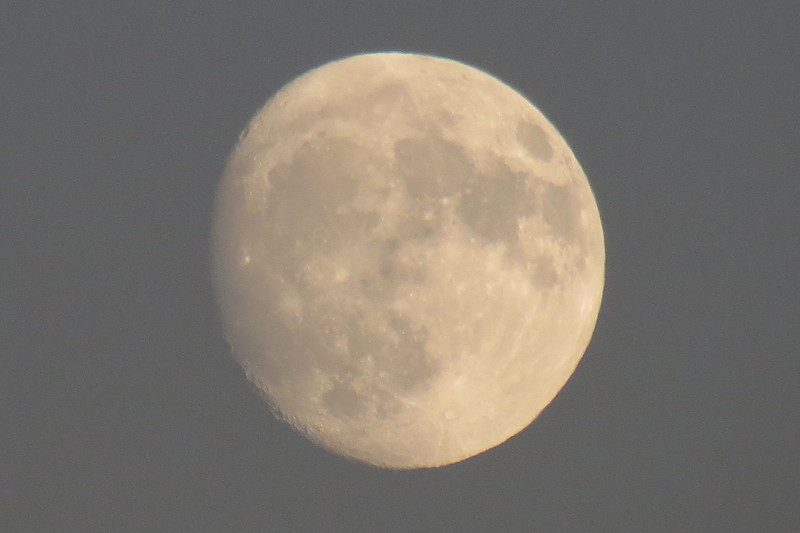 Adding digital zoom makes the picture slightly unstable, but you get the idea.