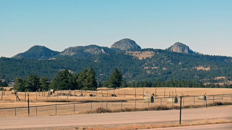Various peaks near the Devils Tower.