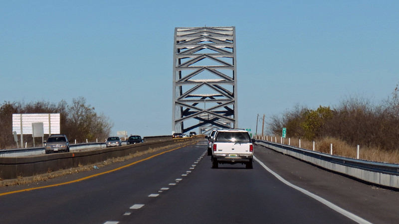 If this bridge has a name other than the Interstate 24 Bridge, I wasn't able to find it.