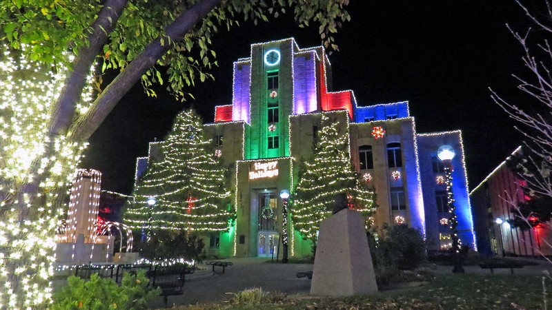Designers went all out when decorating the courthouse for the Holiday.
