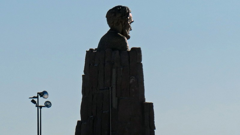 A memorial to Abraham Lincoln sits at the intersection of the two roadways.